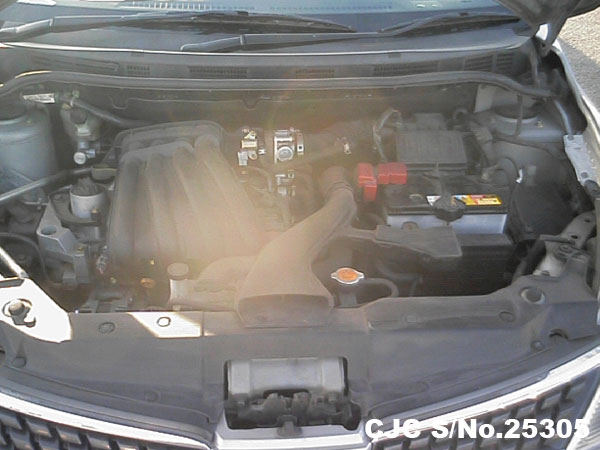 Engine view of Nissan Tiida