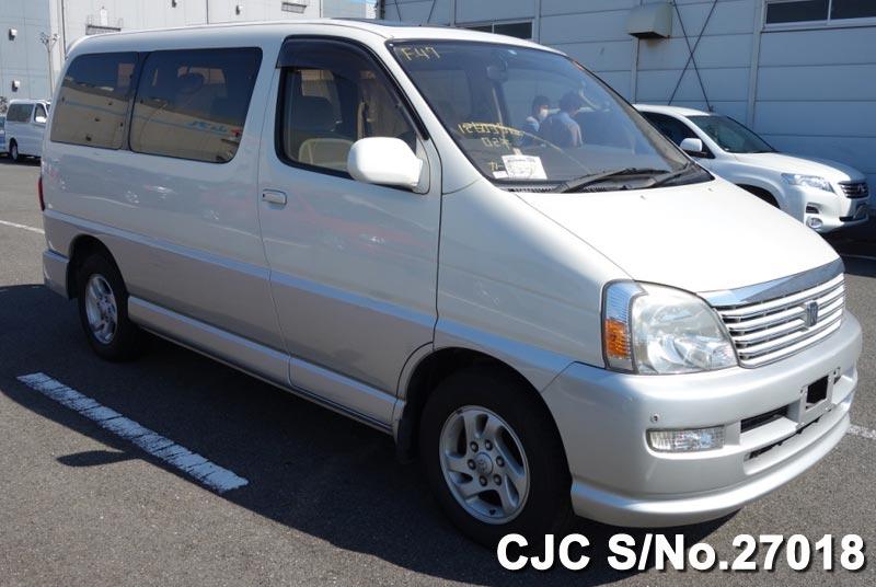 Toyota / Regius 2000 2.7 Petrol