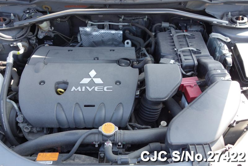 Used Mitsubishi Outlander Engine Veiw