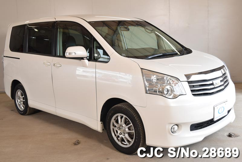 Toyota / Noah 2011 2.0 Petrol