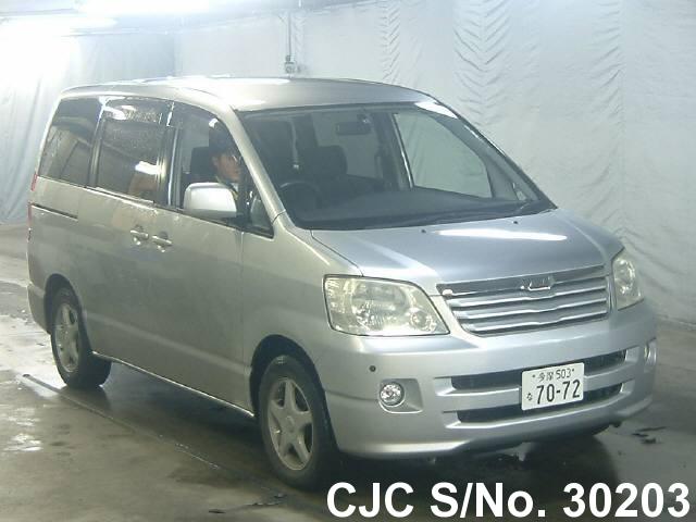 Toyota / Noah 2003 2.0 Petrol