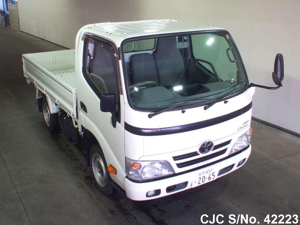 Toyota / Dyna 2013 3.0 Petrol