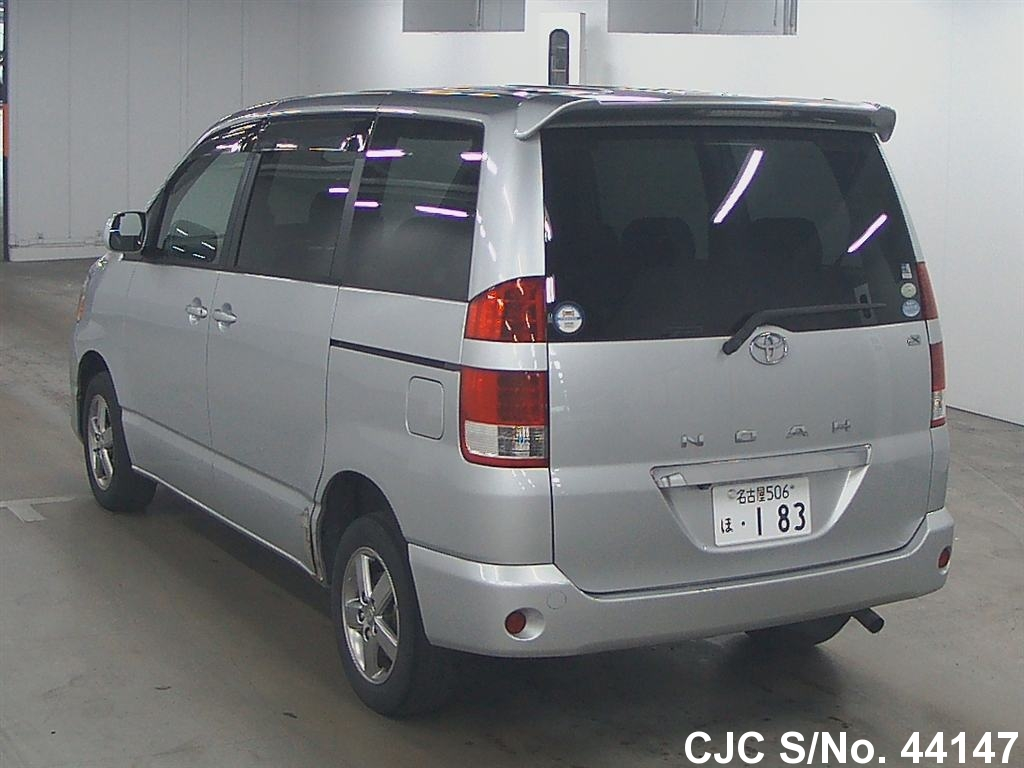2004 Toyota Noah Silver For Sale