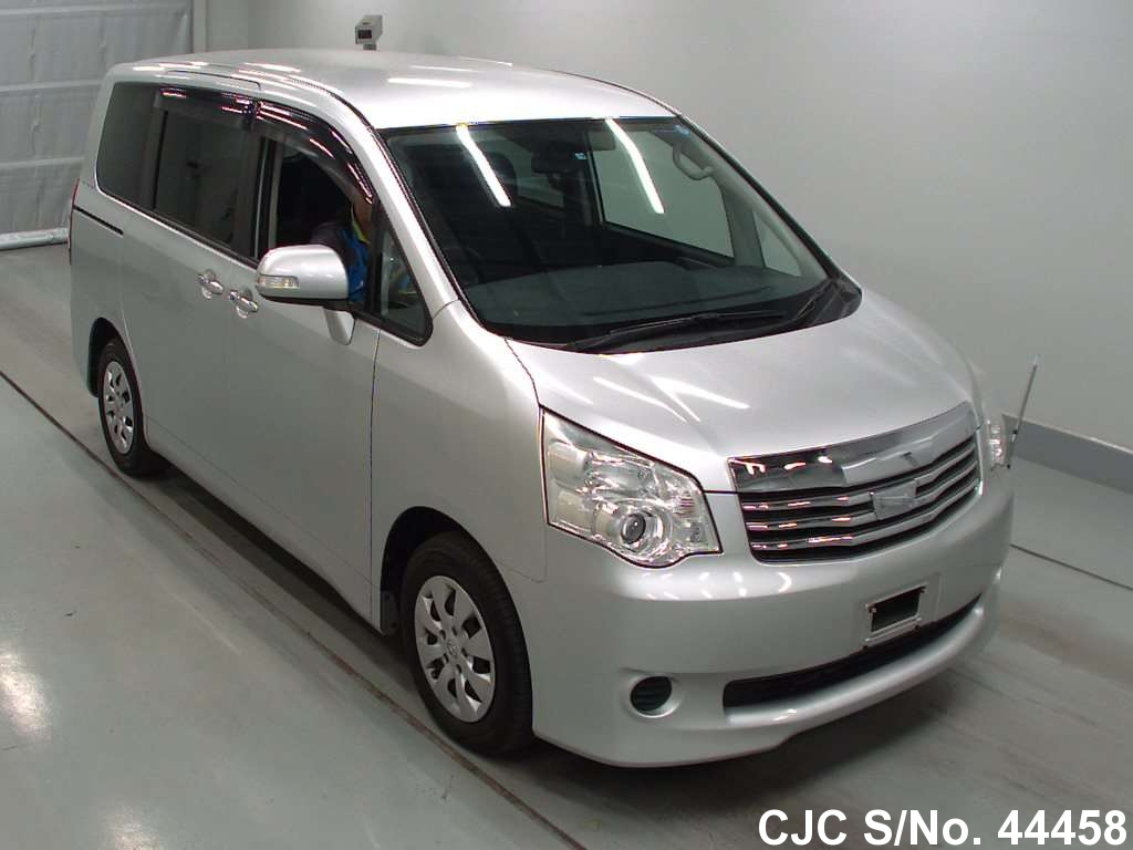 2010 toyota noah silver for sale