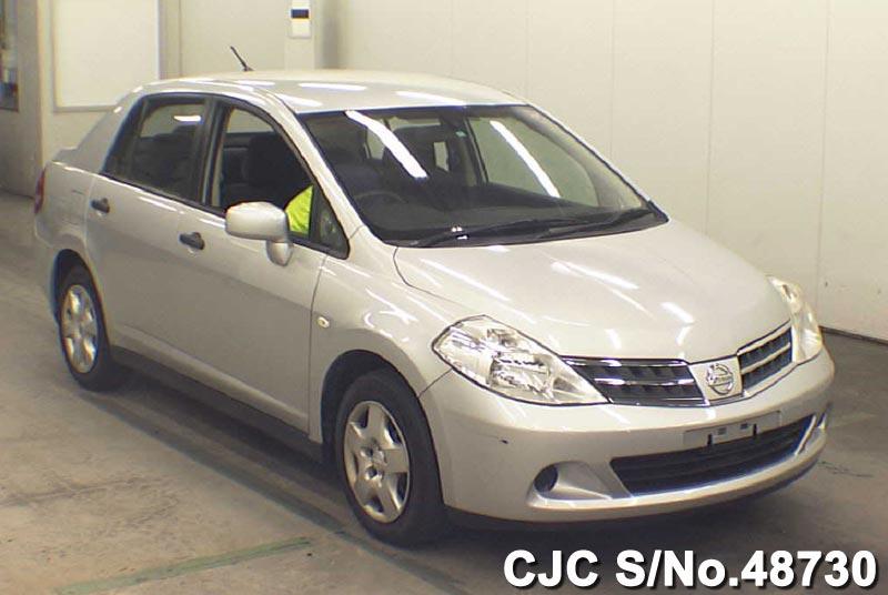 Nissan / Tiida Latio 2011 1.5 Petrol