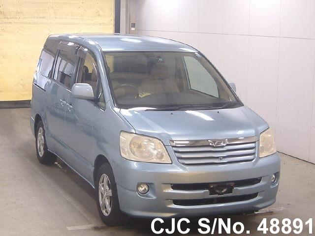Toyota / Noah 2004 2.0 Petrol