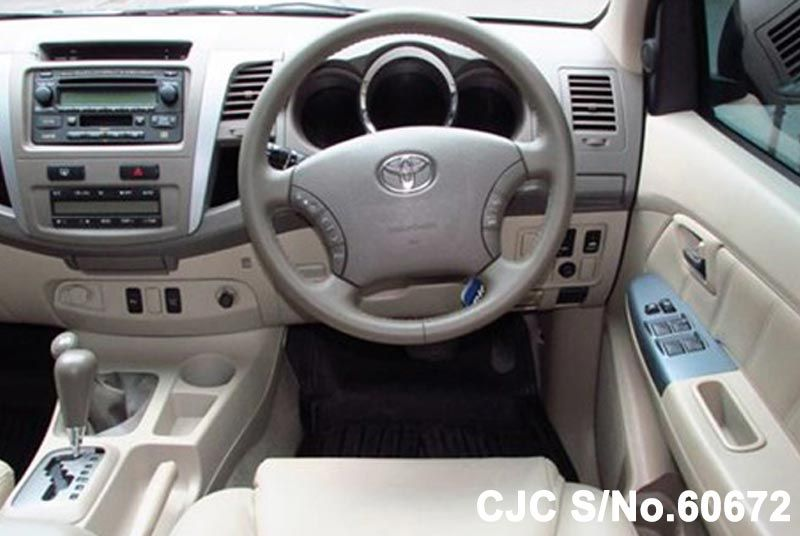 2005 Toyota / Fortuner Stock No. 60672