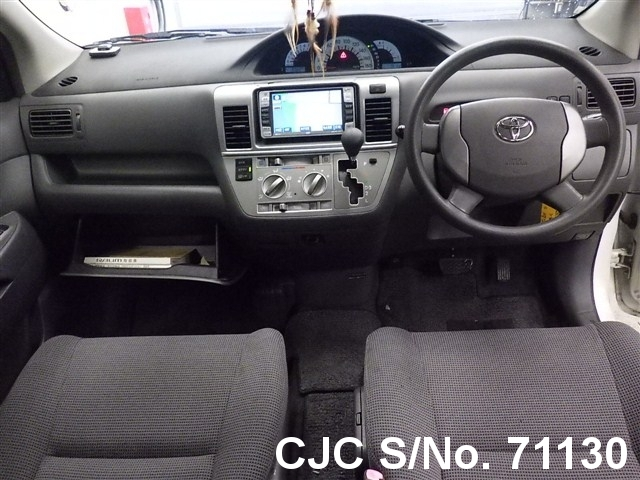 2005 Toyota / Raum Stock No. 71130