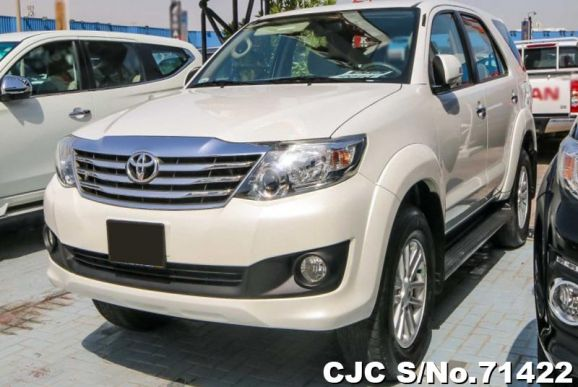 2013 Toyota / Fortuner Stock No. 71422