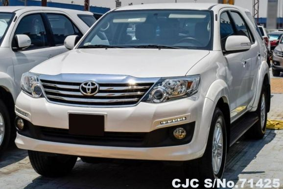 2015 Toyota / Fortuner Stock No. 71425