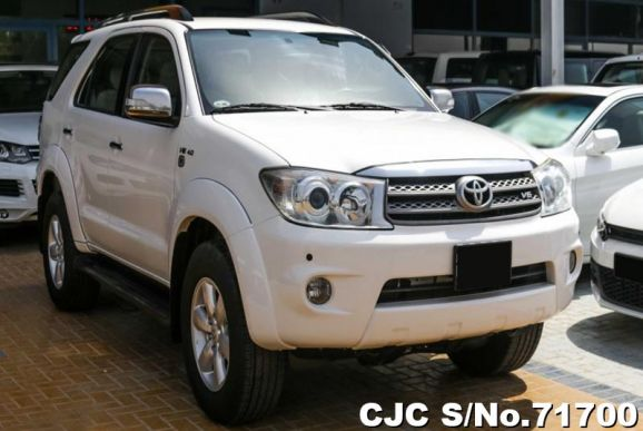 2011 Toyota / Fortuner Stock No. 71700