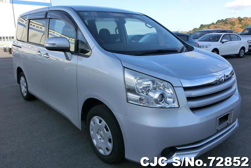 2010 Toyota / Noah Stock No. 72852