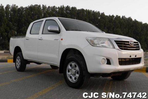 2014 Toyota / Hilux Stock No. 74742