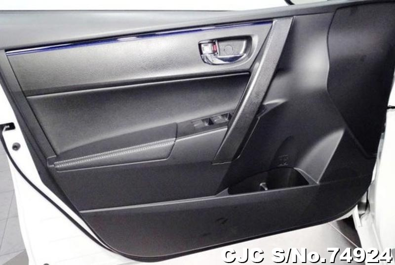 2019 Toyota / Corolla Stock No. 74924