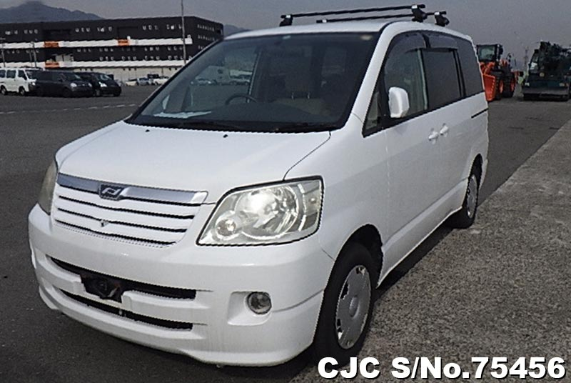 2002 Toyota / Noah Stock No. 75456