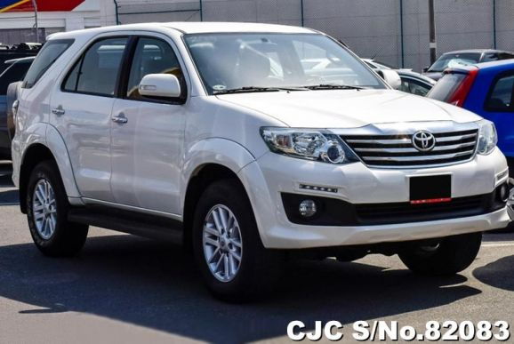 2015 Toyota / Fortuner Stock No. 82083