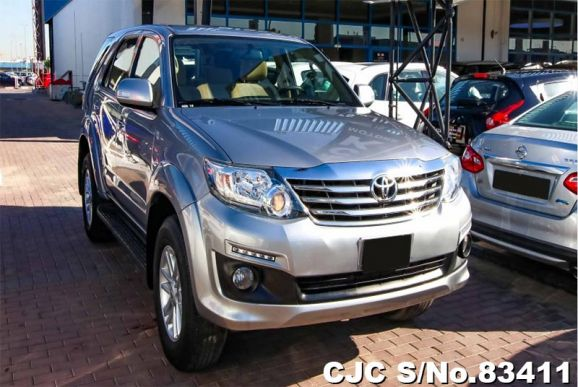 2015 Toyota / Fortuner Stock No. 83411