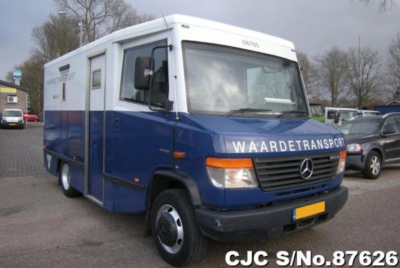 2008 Mercedes Benz / Vario 813D Stock No. 87626