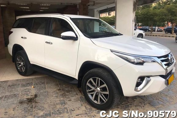 2018 Toyota / Fortuner Stock No. 90579