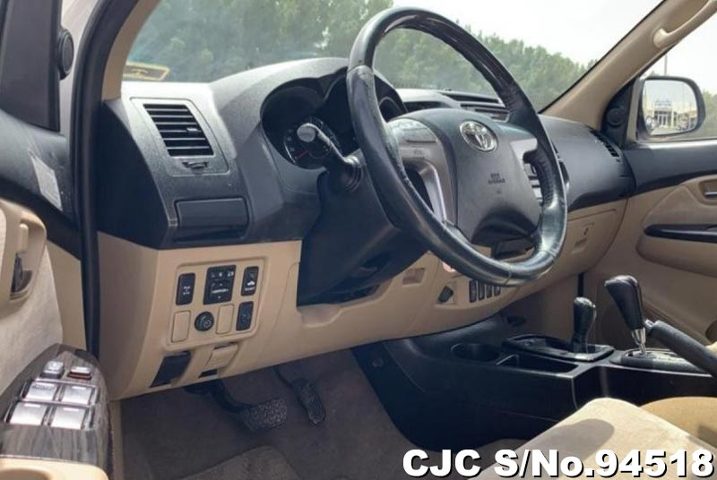 2014 Toyota / Fortuner Stock No. 94518