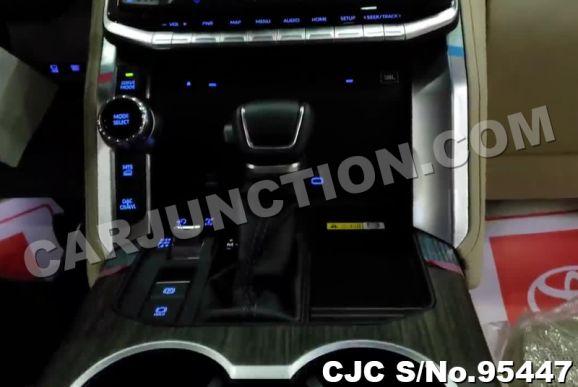 Toyota Landcruiser 2022 Black 4